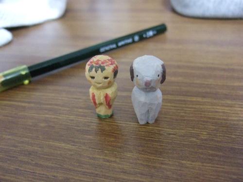 小さな木彫り